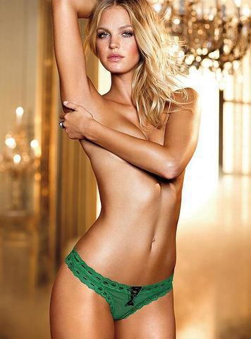Naked Erin Heatherton photo