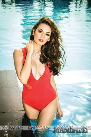 Evelyn Sharma topless picture