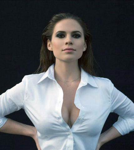 celebritie Hayley Atwell 21 years raunchy photoshoot in public