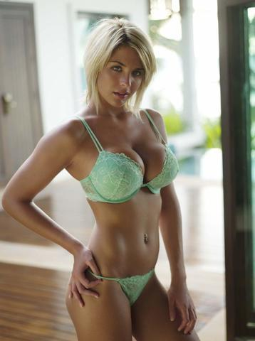 models Gemma Atkinson 18 years naturism foto in public
