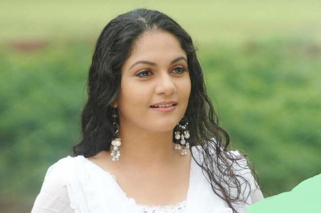 celebritie Gracy Singh 20 years spicy photos in public