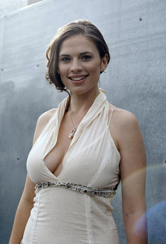 Hayley Atwell nude foto