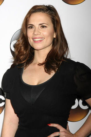 celebritie Hayley Atwell young salacious snapshot home