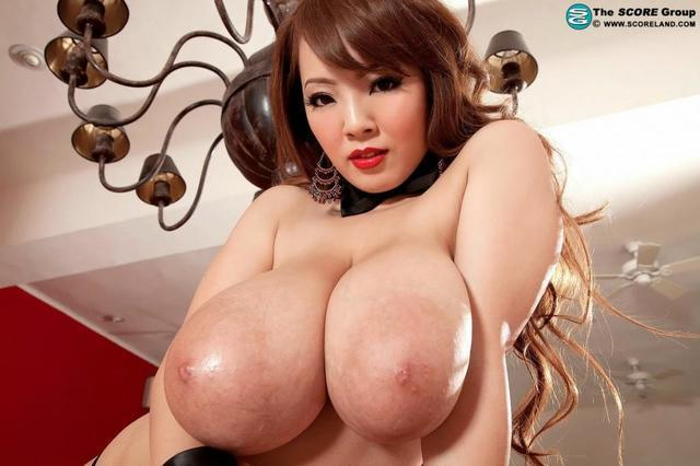 models Sara Tanaka 25 years titties photoshoot in public