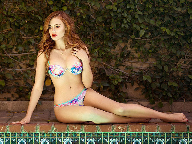 celebritie Holland Roden 20 years in one's birthday suit image in public