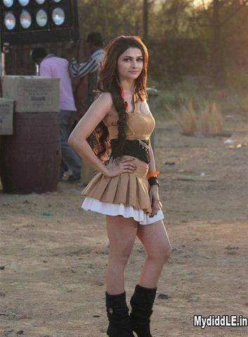 models Prachi Desai teen nudity image in public