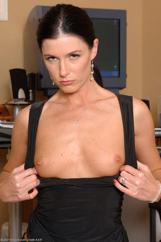 celebritie India Summer 24 years pussy photo home
