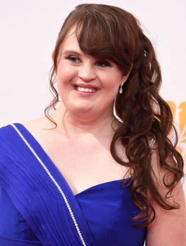 actress Jamie Brewer 23 years titties foto beach