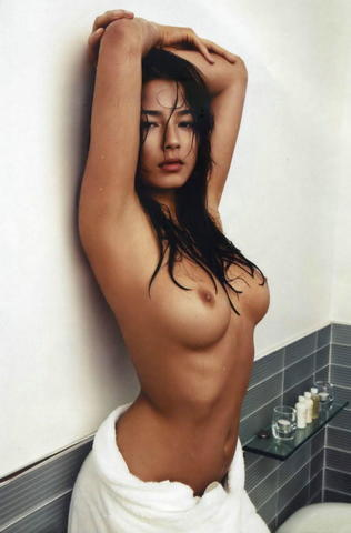celebritie Jessica Lu 22 years stripped snapshot in the club