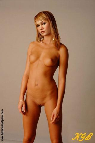 models Julia Stiles 22 years k-naked photography in the club