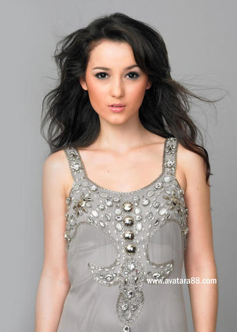models Julie Estelle 21 years unsheathed art in the club