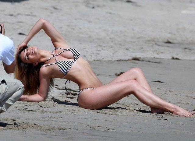 celebritie Kaili Thorne 23 years in one's skin photos in public
