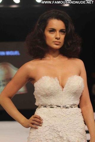 actress Kangana Ranaut 18 years Without brassiere photoshoot in the club