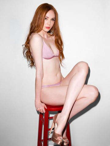 actress Karen Gillan 22 years lascivious art home