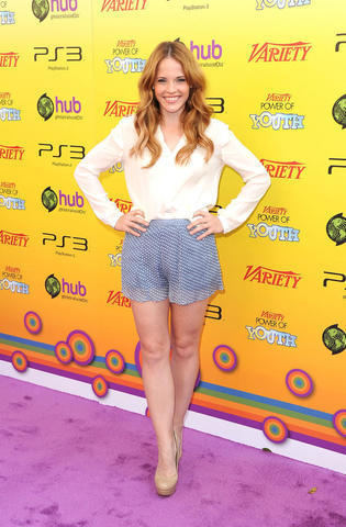 models Katie Leclerc 20 years Without camisole snapshot in the club