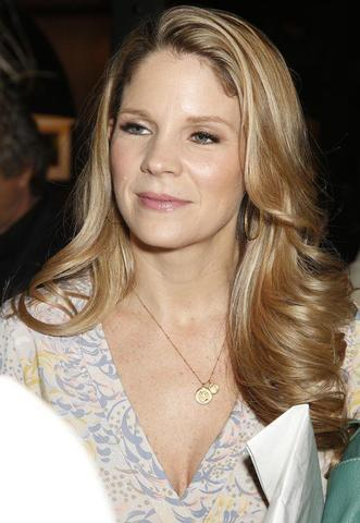 celebritie Kelli O'Hara 20 years teat photoshoot home