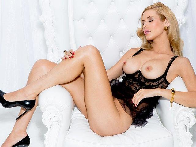 models Kennedy Summers 22 years drawn foto home