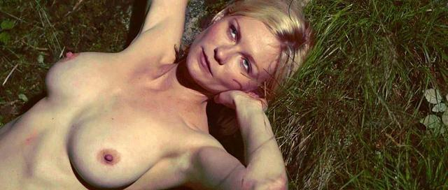 actress Kirsten Dunst 18 years the nude art beach