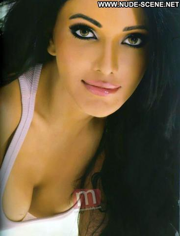 actress Koena Mitra 18 years in the altogether foto beach