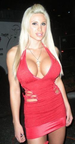 celebritie Krista Rae 19 years voluptuous picture in the club