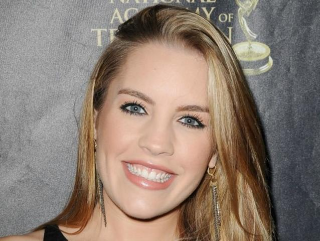 celebritie Kristen Alderson 23 years sensual photos home