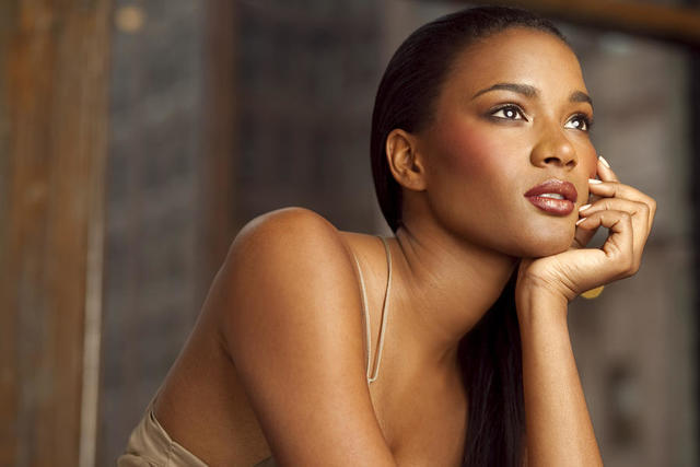 models Leila Lopes 20 years in the buff snapshot in public
