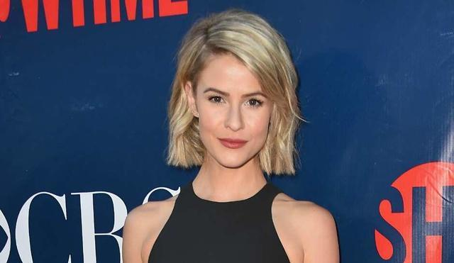 Sexy Linsey Godfrey photo HD