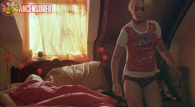 actress Lily Loveless 2015 arousing foto home