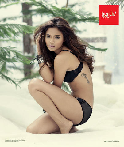 celebritie Lovi Poe 25 years naked photoshoot home