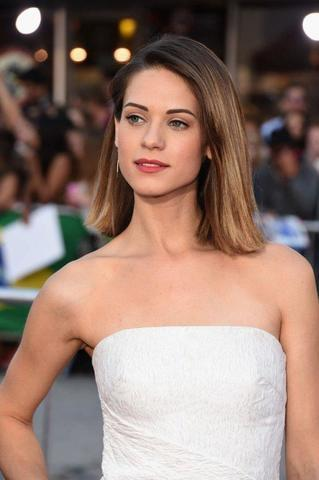 models Lyndsy Fonseca 2015 exposed art in public