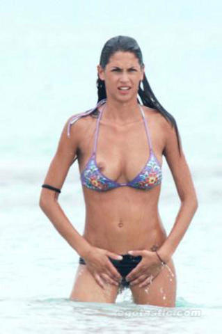 celebritie Melissa Satta 25 years Without swimming suit photo beach