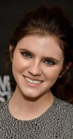 actress Kara Hayward 21 years Without camisole photography in the club