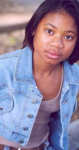 actress Lauryn Alisa McClain 24 years laid bare photo in public