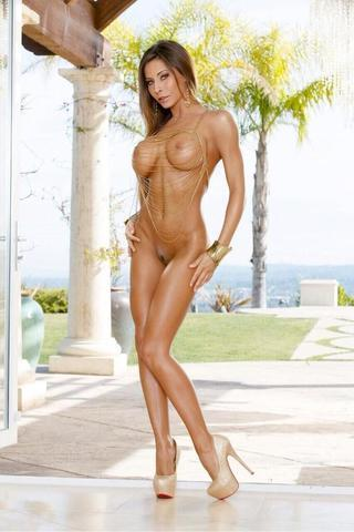 actress Madison Ivy young hot photos in public