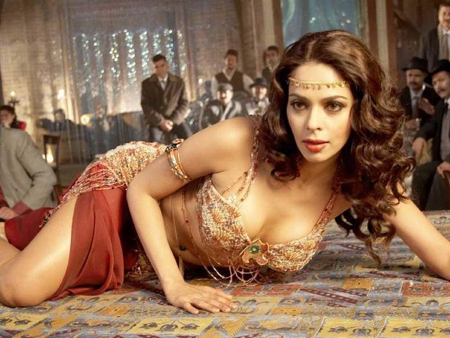Sexy Mallika Sherawat picture high density