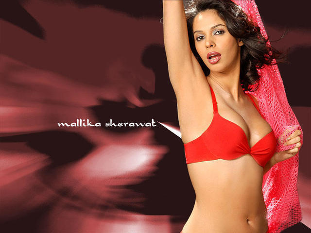 celebritie Mallika Sherawat young bared foto home