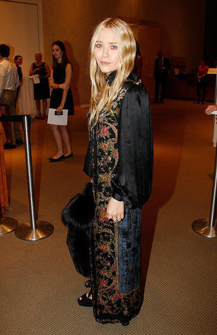 actress Mary-Kate Olsen 18 years concupiscent picture home