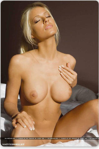 celebritie Michelle McCool young nude art photography in the club