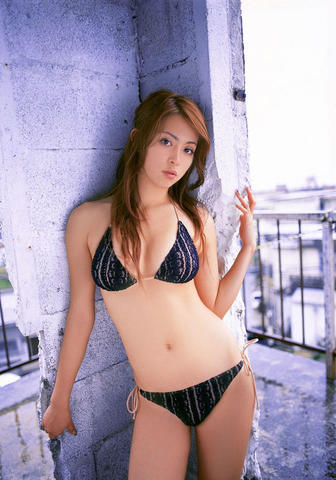 models Mayuko Iwasa 21 years hot snapshot home