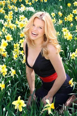 actress Megan Hilty 23 years amatory foto in the club