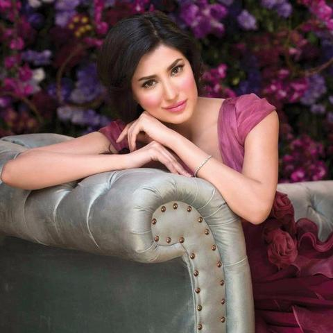 actress Mehwish Hayat 18 years laid bare photography in the club