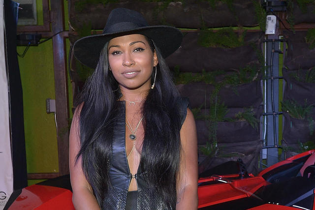 celebritie Melanie Fiona 22 years bust image in the club