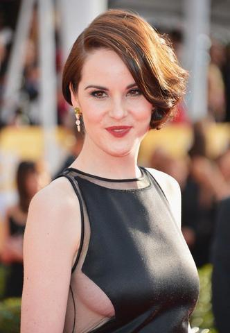 models Michelle Dockery 21 years Without bra photos beach