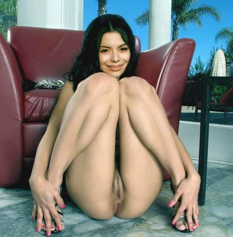 models Miranda Cosgrove 19 years unsheathed art beach