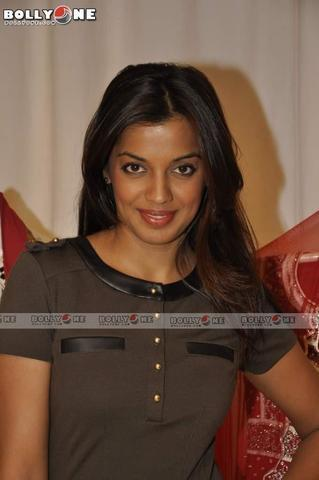 models Mugdha Godse 2015 crude photoshoot in public