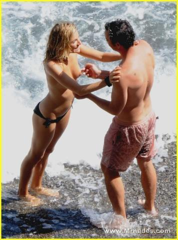 actress Sienna Miller 19 years exposed pics beach