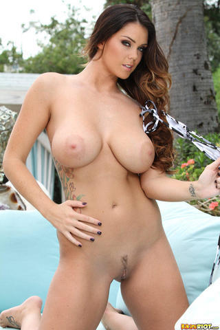 actress Alison Tyler 21 years chest pics beach
