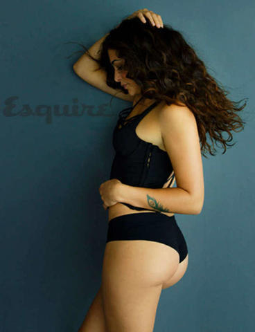 actress Natalie Martinez 19 years uncovered foto in the club