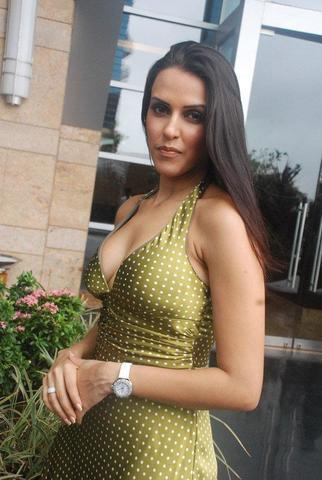 celebritie Neha Dhupia 20 years exposed pics beach