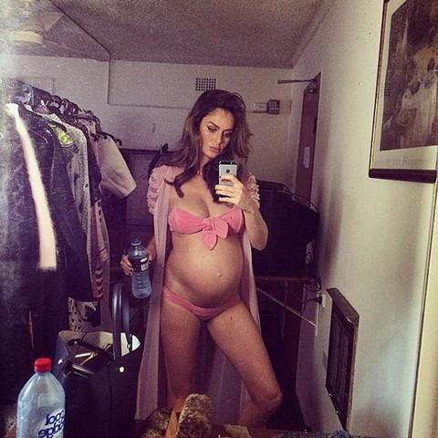celebritie Nicole Trunfio 20 years Without slip snapshot in public